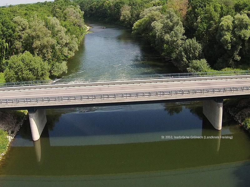 Der Standort der zukünftigen Brücke wird zugänglich gemacht